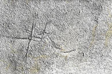 škrábance ve zdi