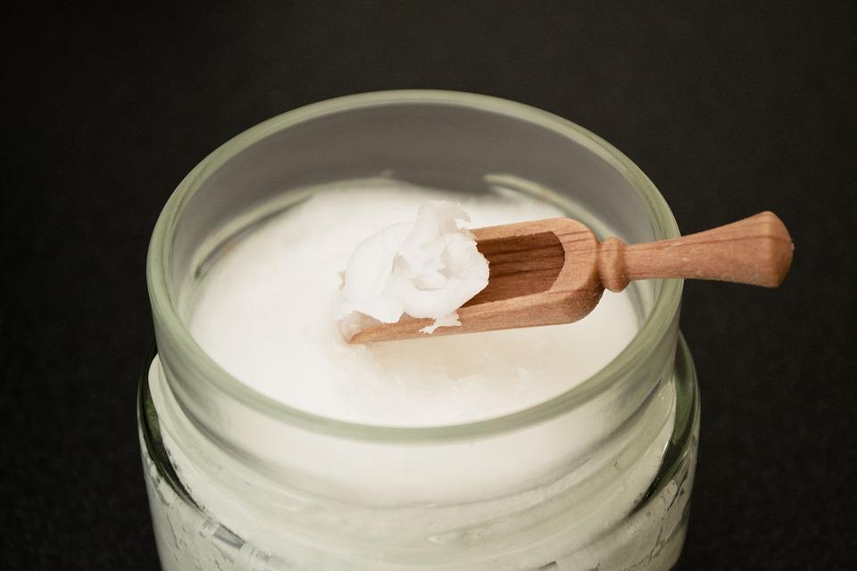 coconut-oil-on-wooden-spoon-2090580_960_720