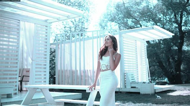 bílá sukně