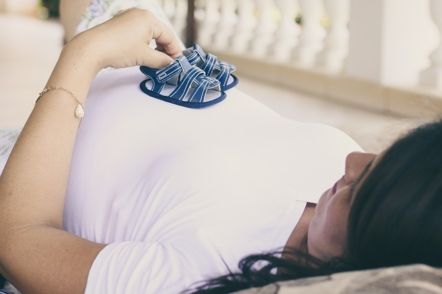 těhotná a botičky